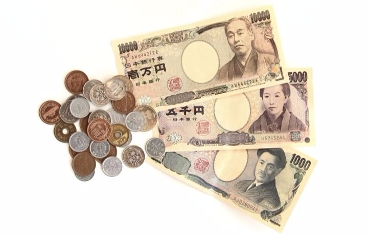 Coming to Japan? Learn about Japanese Currency and Taxes before your trip!