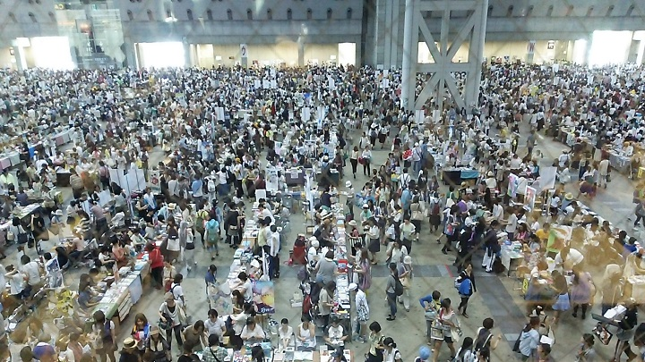 Absorbed in Cool Japan! Let's Go to Japan's Biggest Otaku Event, Comic Market!