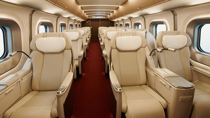 "Incredible service in ""Gran class"" of the bullet train"