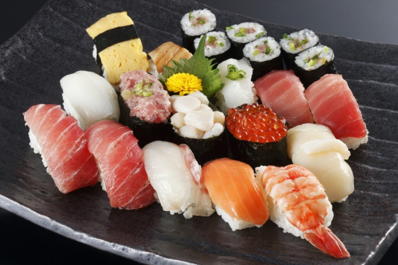 Ten-times more Delicious : An Introduction to the Best Sushi for Each Season