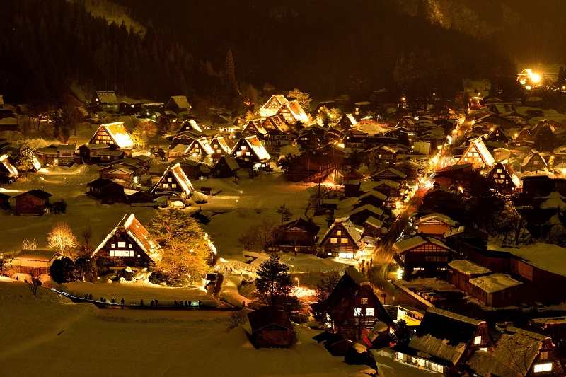 Light-up at the World Heritage site of Shirakawa-go that's held for only 4 nights each year! Find the perfect tour for you.