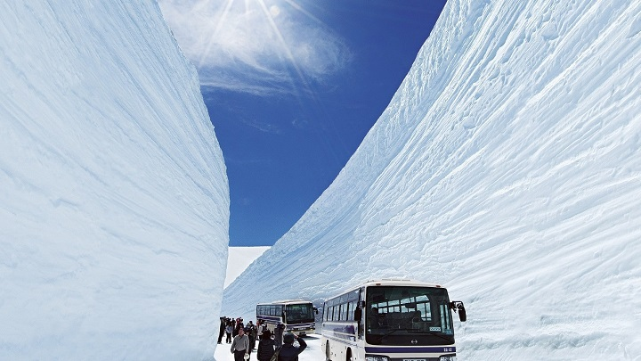 "20m high snow walls you've got to see at least once in your life! Super popular ""Yuki-no-Otani"" Snow Wall tour"